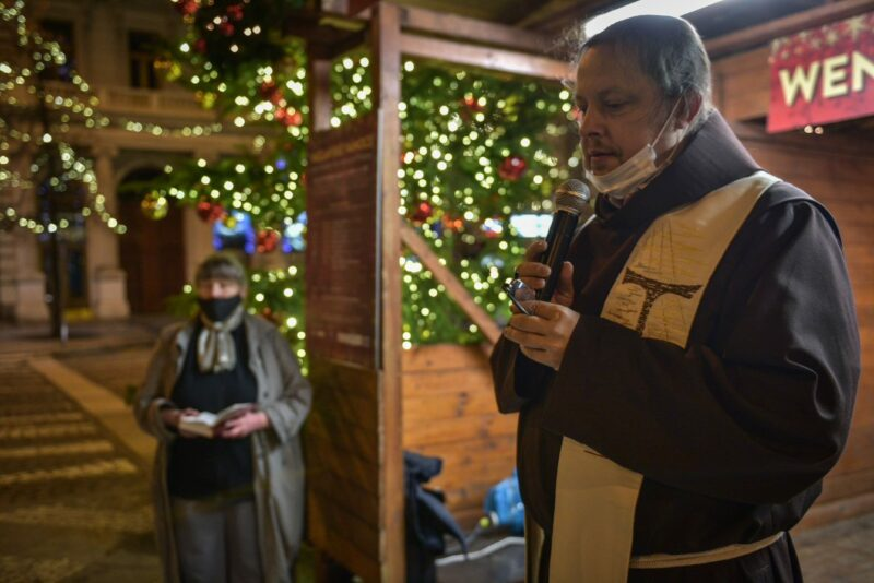 OUTDOOR CHRISTMAS SERVICE. THE TRADITIONAL LITURGY ROUNDED OFF THE CHRISTMAS EVE CELEBRATION IN WENCESLAS SQUARE.